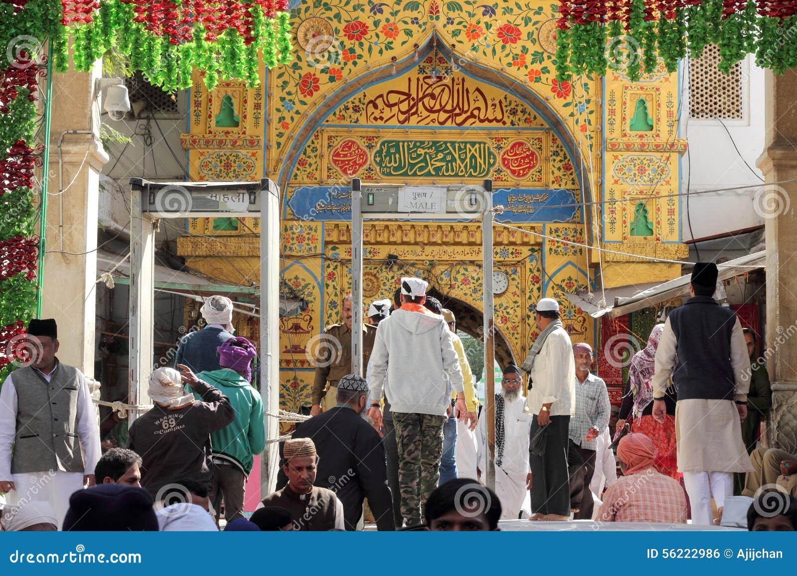 Pilger besuchen den sufi Schrein Dargah-Sheriff in Ajmer, Rajasthan