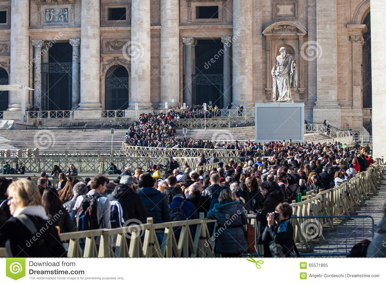 Pilgrims Crowd Lined Entrance To St Peter Editorial Image