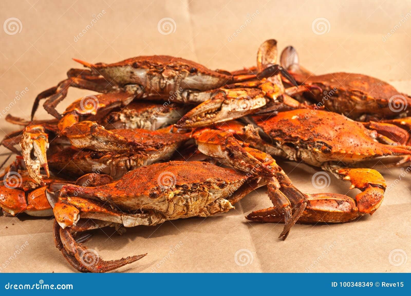 A pilha da garra azul do Chesapeake cozinhado e temperado crabs
