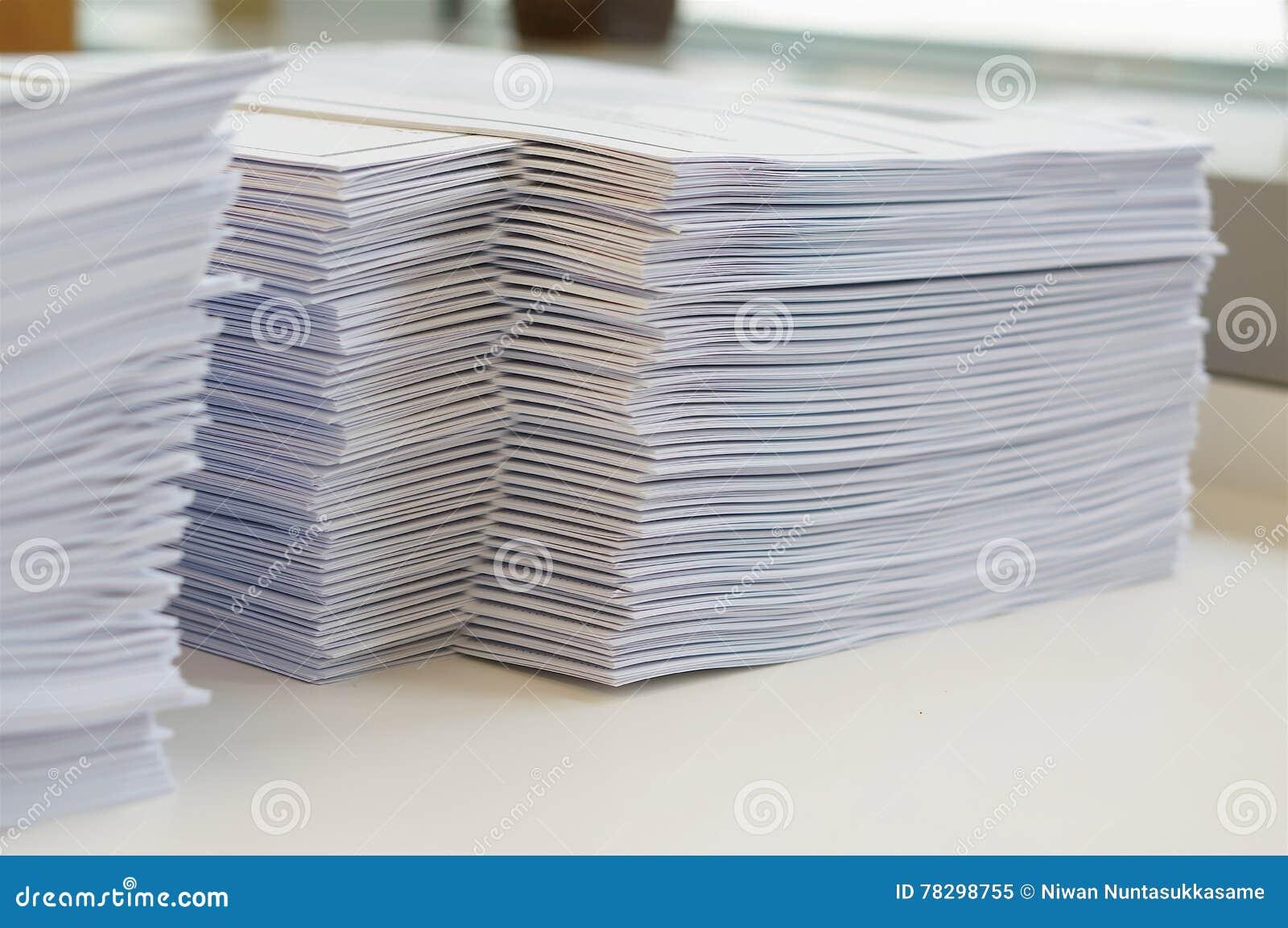 Pilha de folha dos papéis