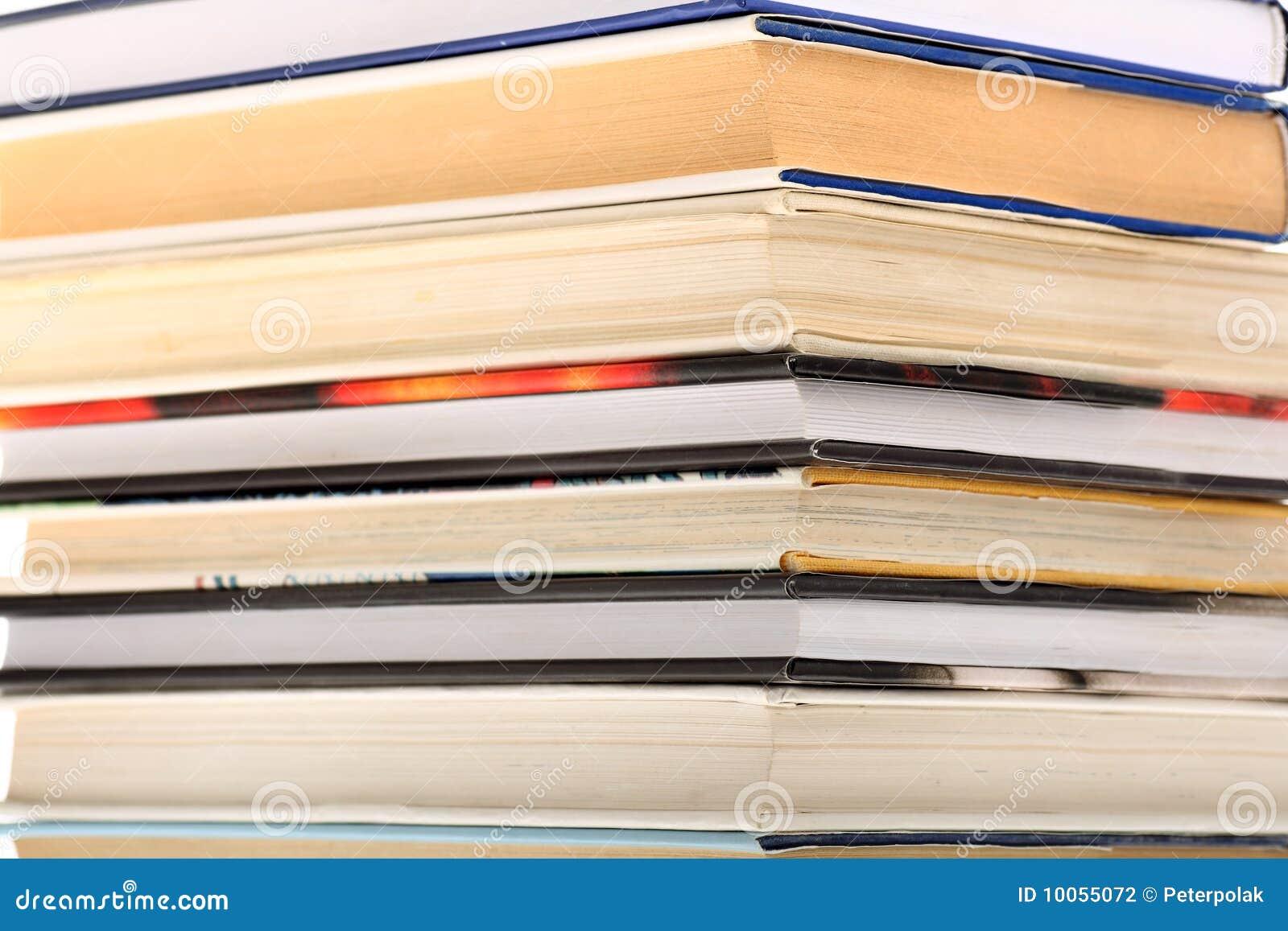 Pilha de livro com foco em bordas