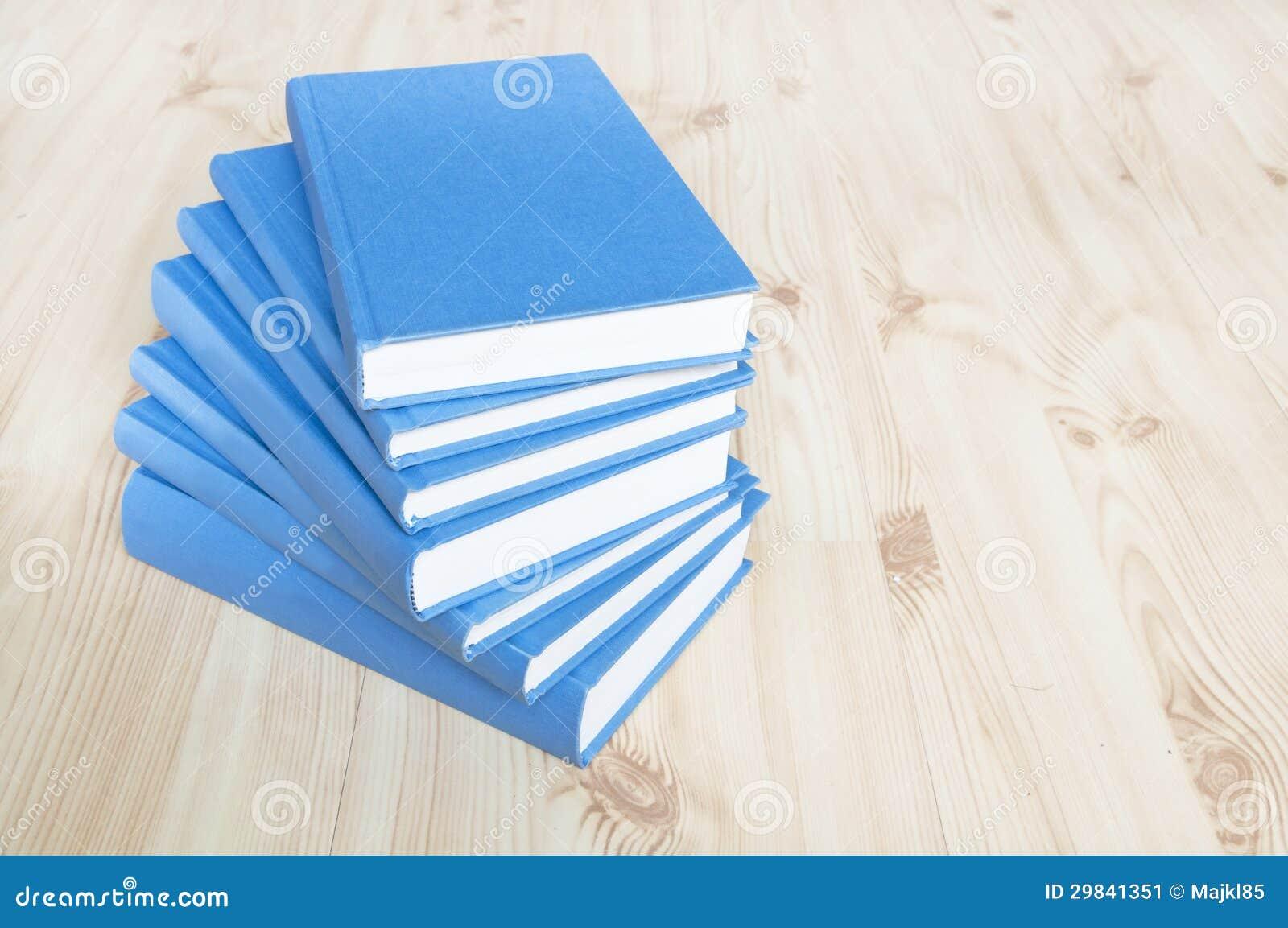 Pilha de livros azuis