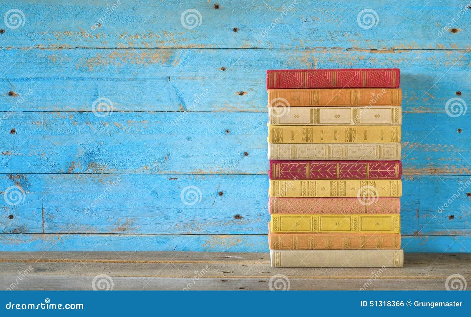 Pilha de livros coloridos