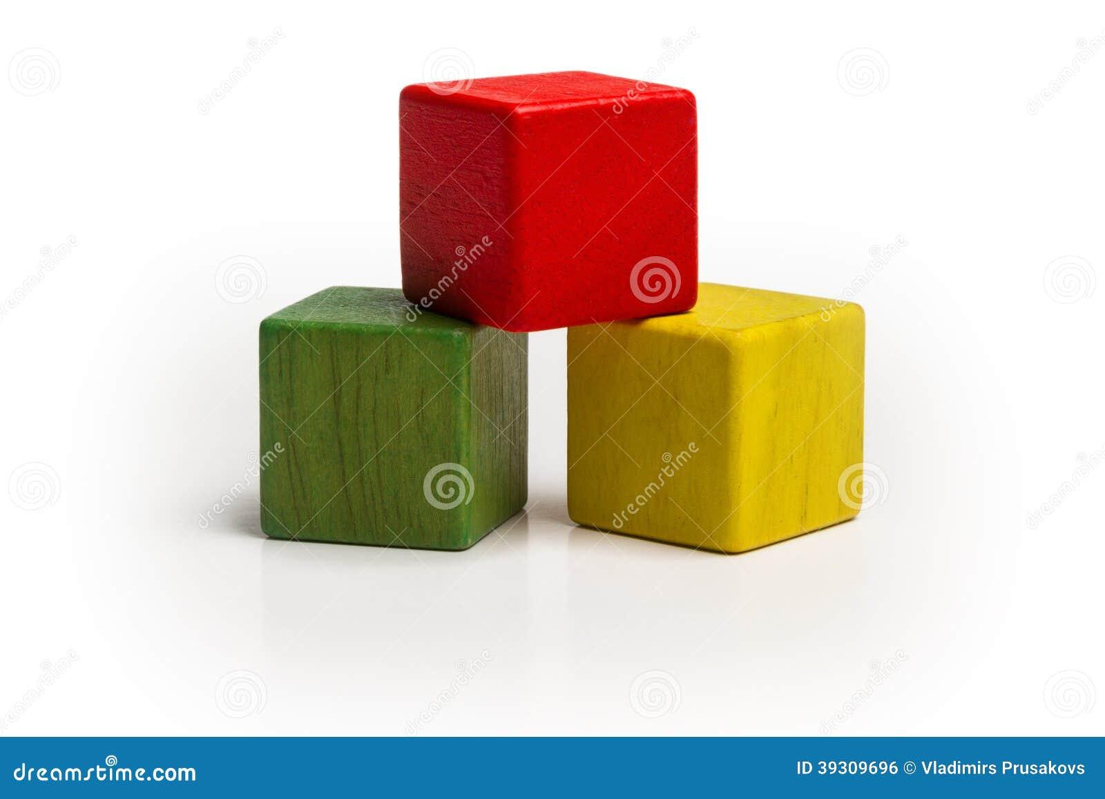Pilha de madeira dos blocos do brinquedo, cubo multicolorido da pirâmide