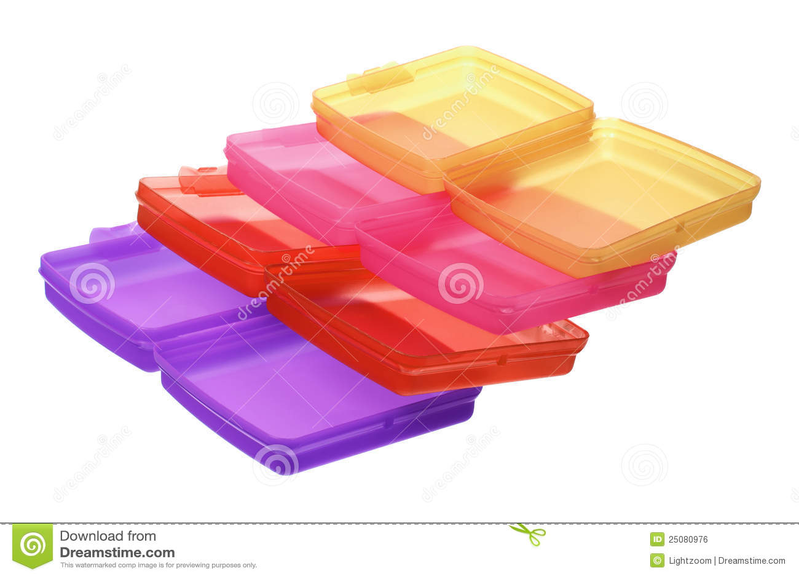 Pilha de recipientes plásticos