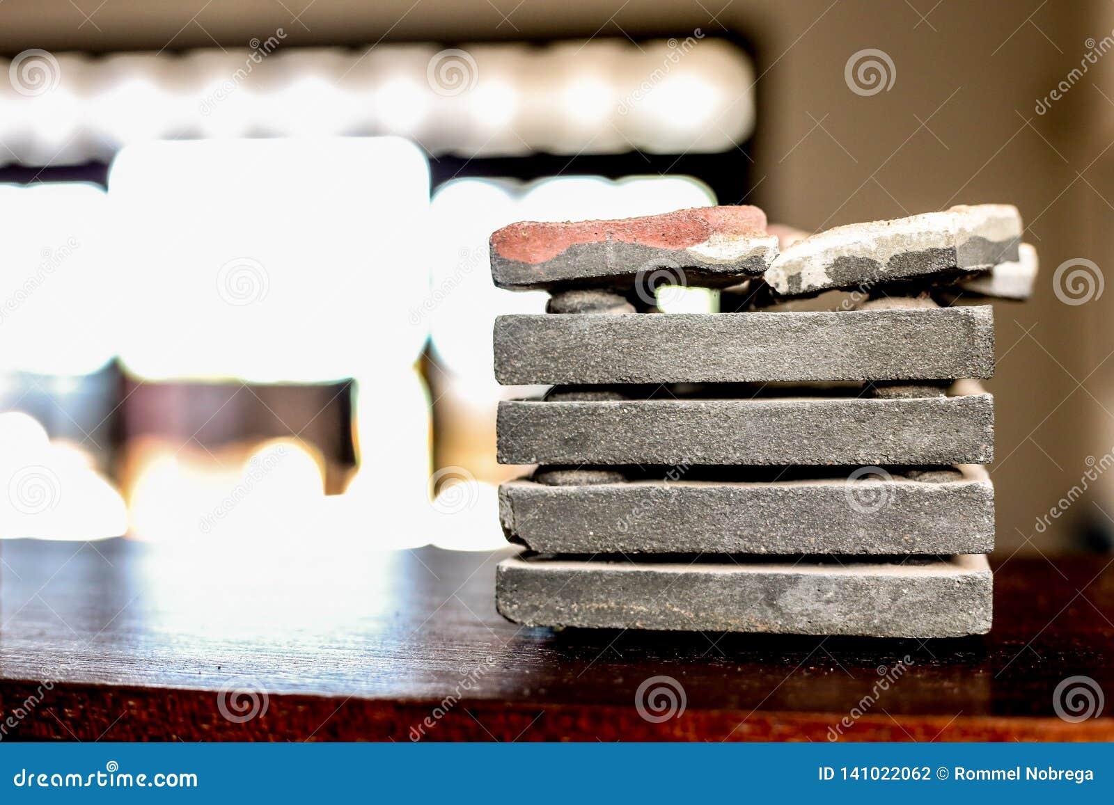Pilha do rolo de mármore cinzento
