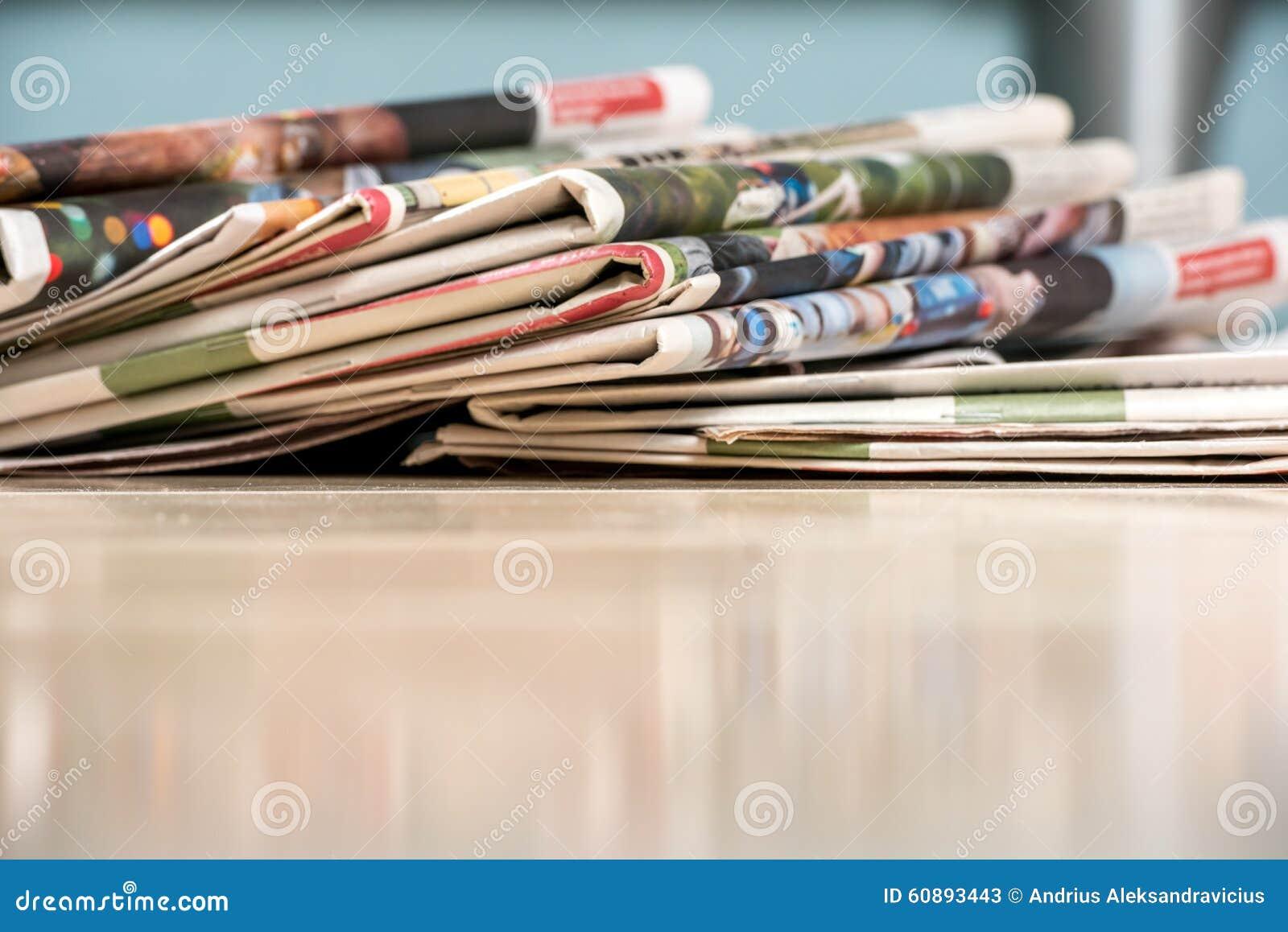 Pilha dos jornais