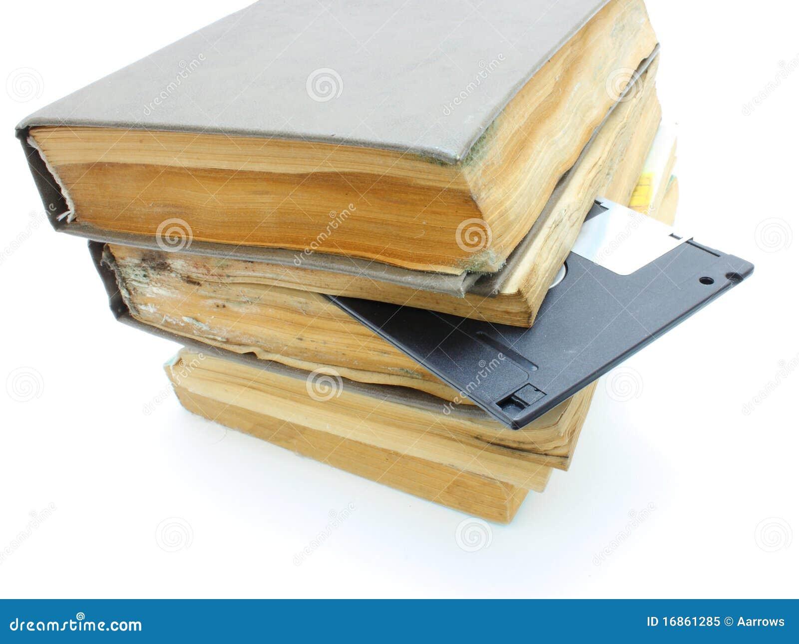 Pilha dos livros mouldy velhos