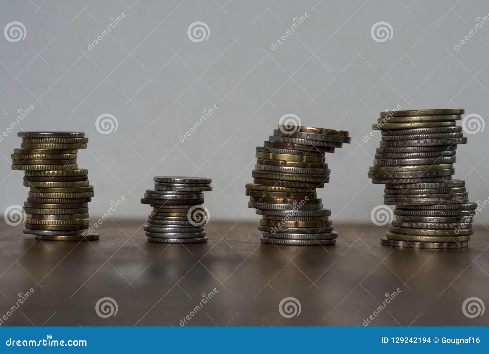 Pilhas de moedas asiáticas