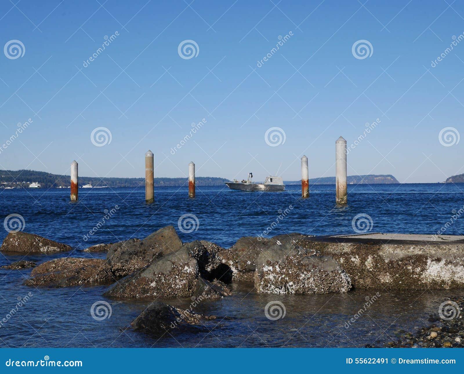 Pilhas no oceano perto de Mukilteo