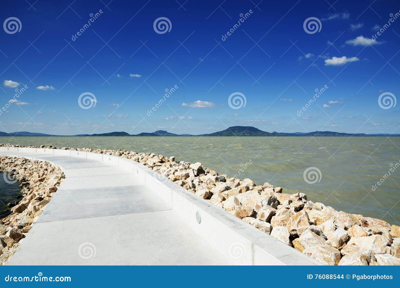 Pilier chez le Lac Balaton, (Balatonfenyves)