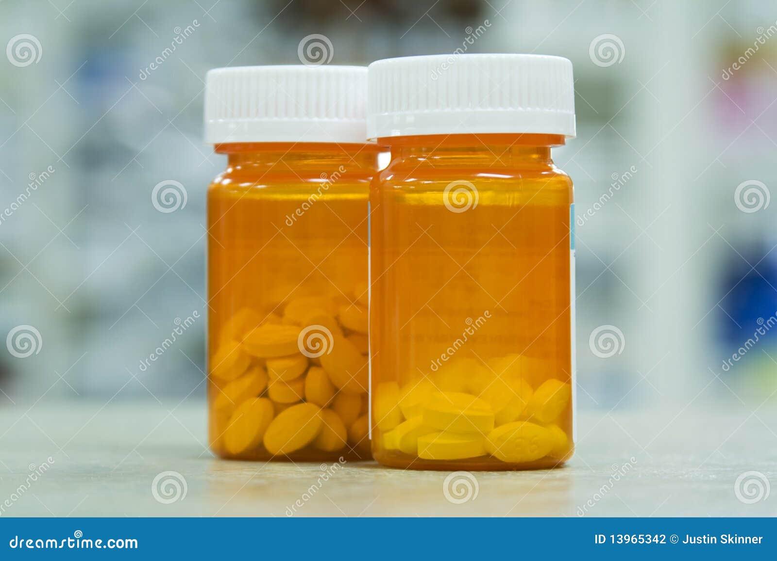 Pille-Flaschen in der Apotheke