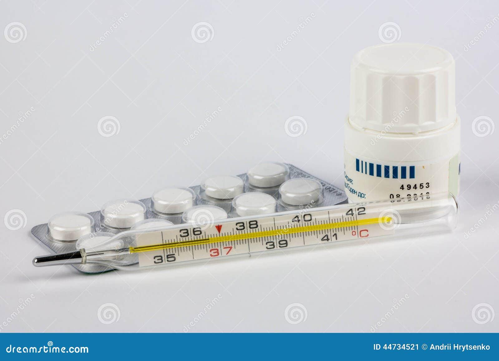 Pillen und Thermometer