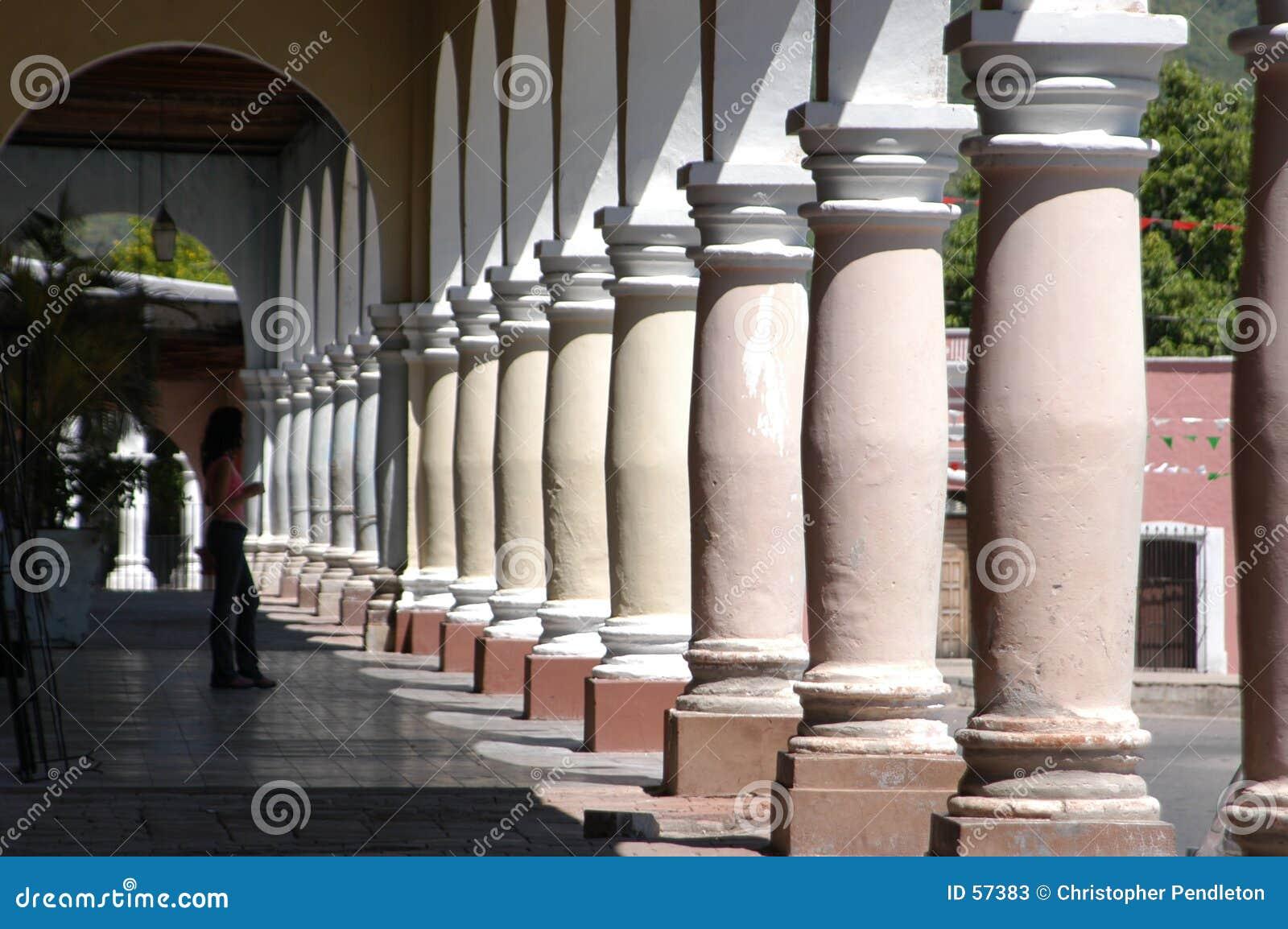 Download Pillers le matin image stock. Image du rond, hacienda, plaza - 57383
