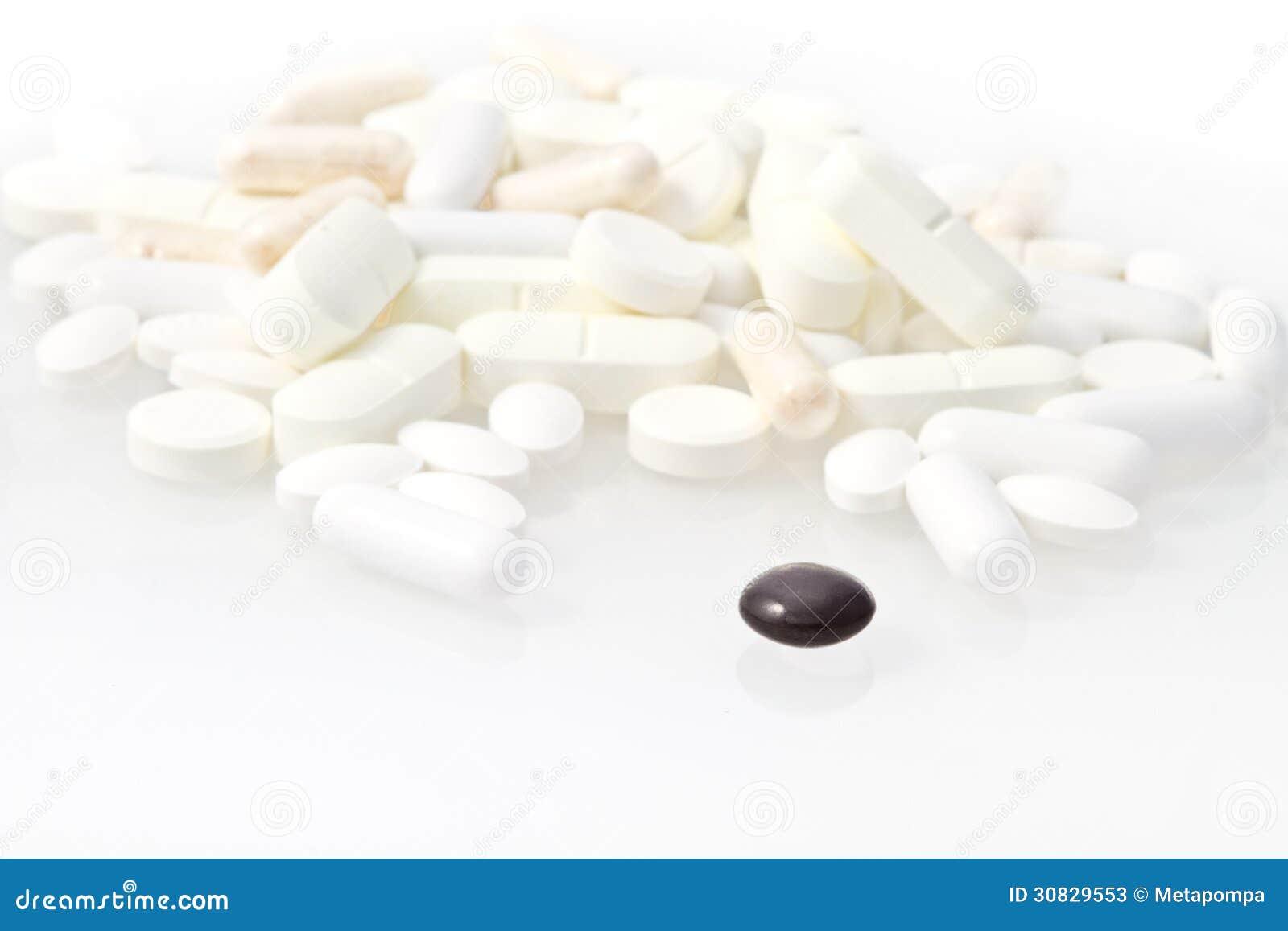Pillola nera fra bianco un
