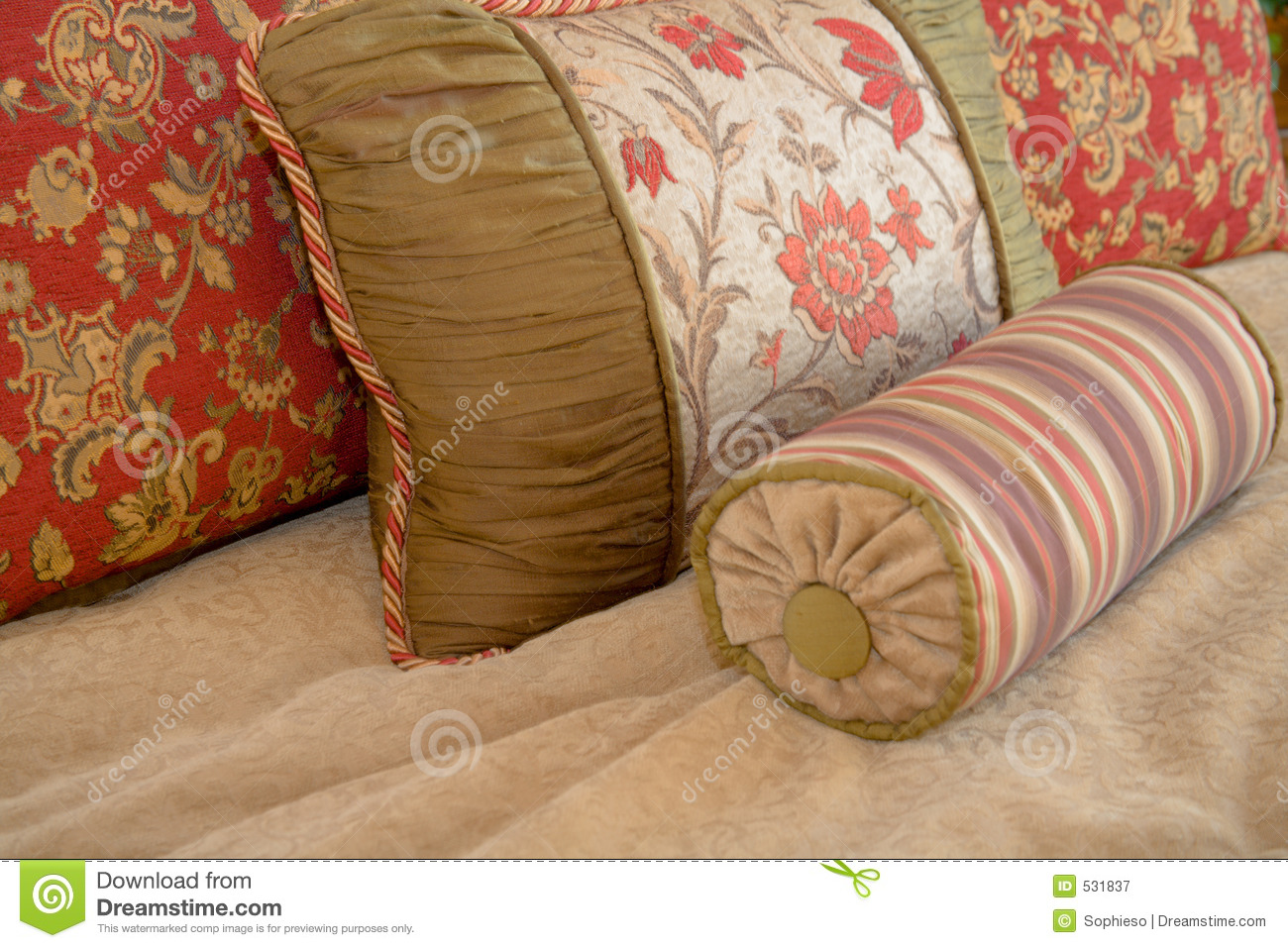 Throw Pillow Arrangement : Pillow Arrangement Royalty Free Stock Photography - Image: 531837