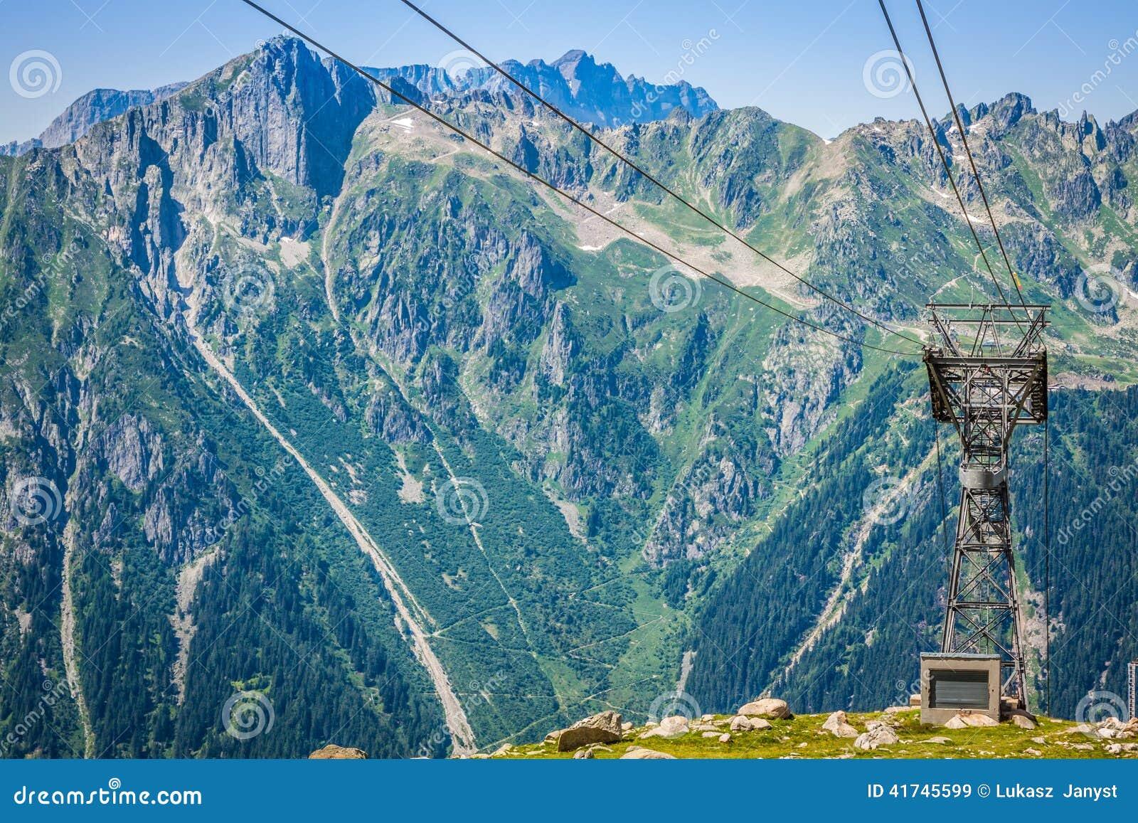 Pilone della cabina di funivia su chamonix mont blanc il for Animali domestici della cabina di nashville
