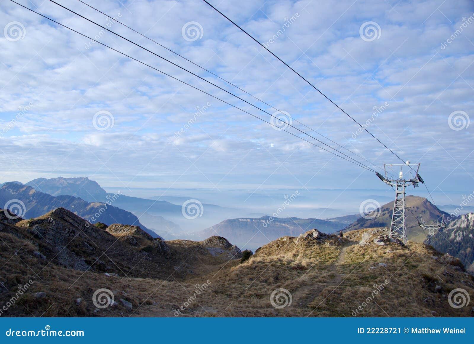 Piloni della cabina di funivia sulla montagna di haldigrat for Animali domestici della cabina di nashville