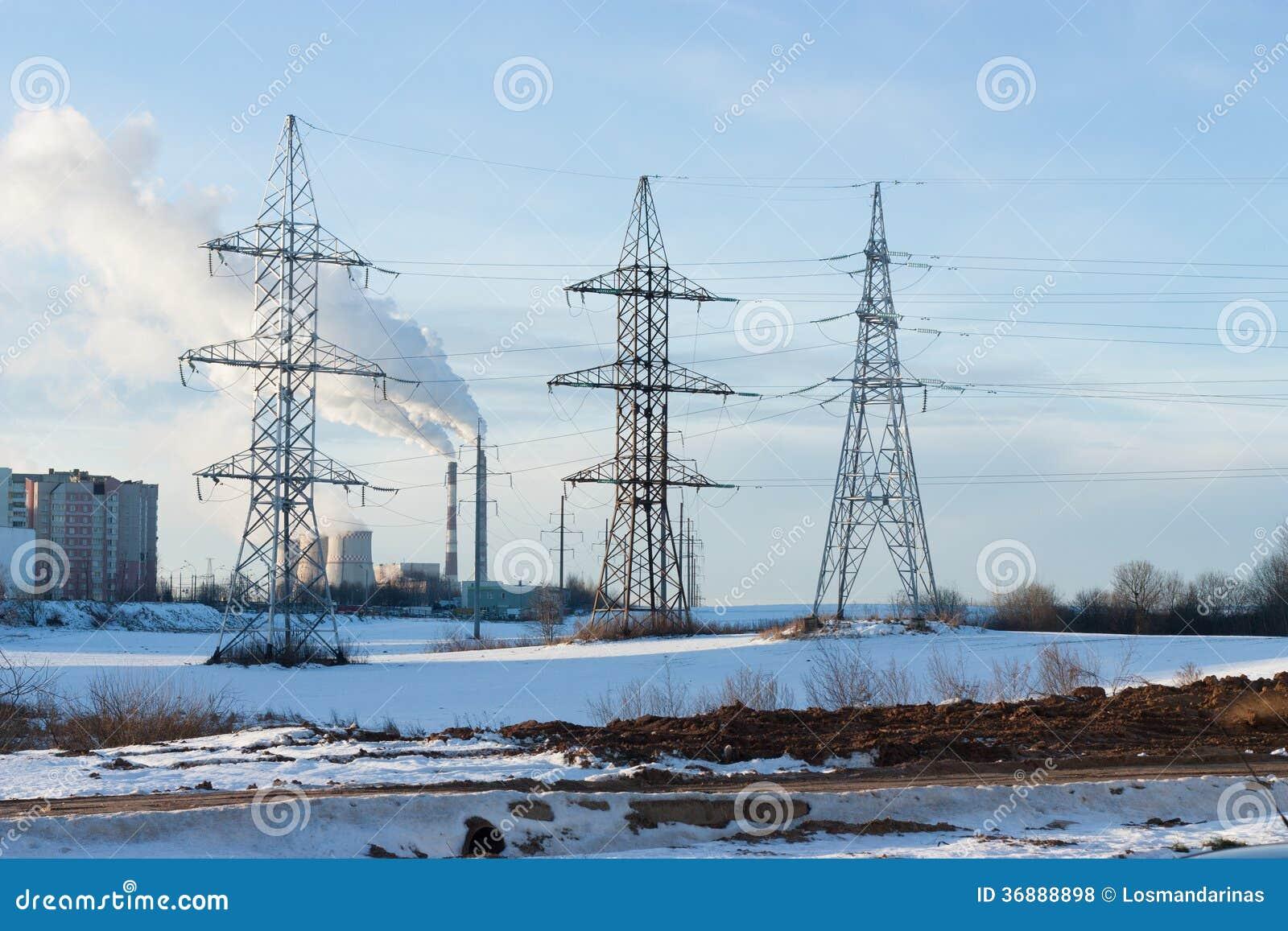 Download Piloni di elettricità fotografia stock. Immagine di cavi - 36888898