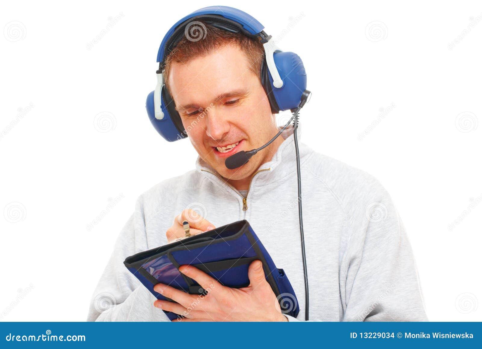 Pilot för hörlurar med mikrofonknäblock