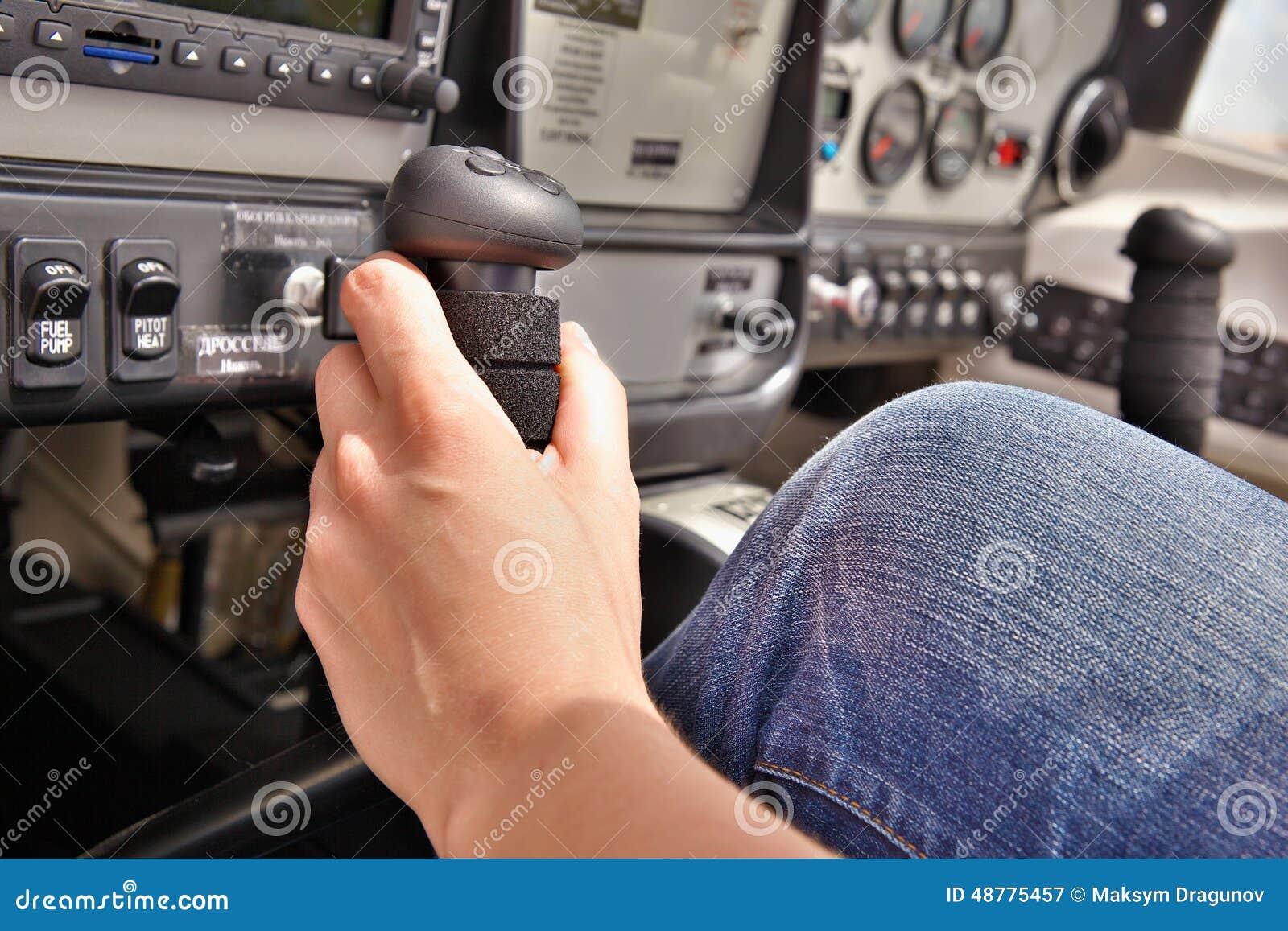 Pilot im Cockpit