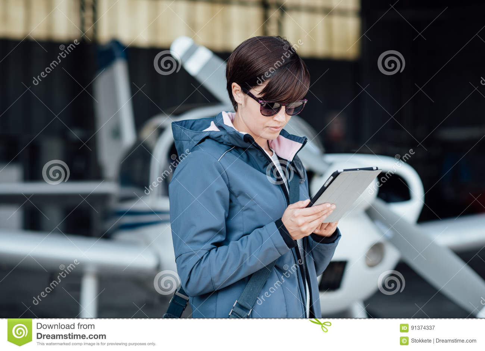 Pilot using aviation apps
