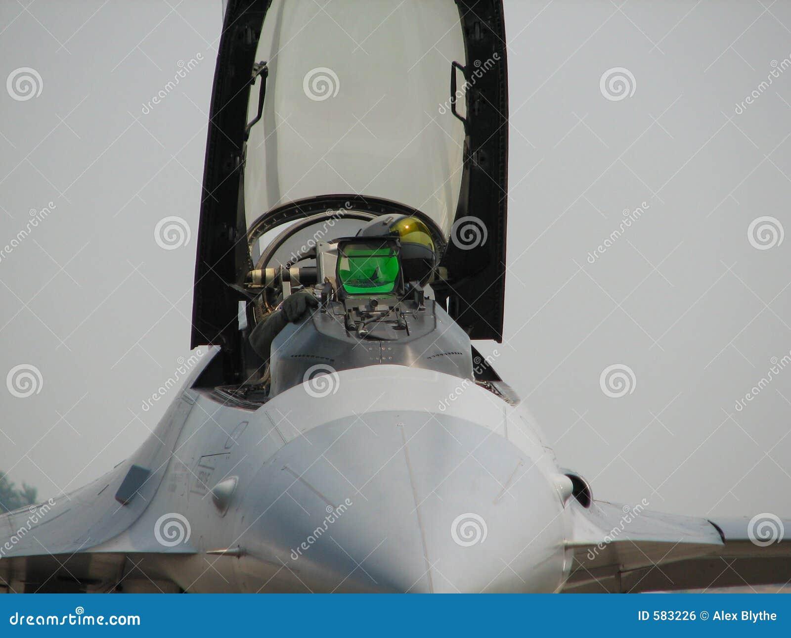 Aereo Da Caccia Falco : Pilota dell aereo da caccia fotografia stock immagine di