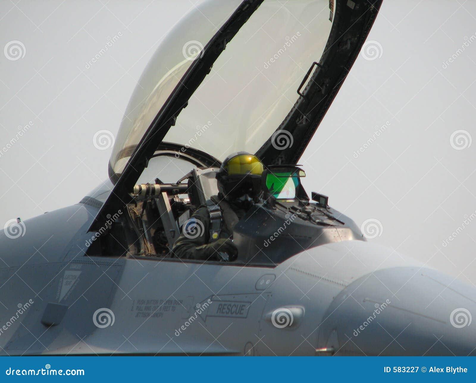Aereo Da Caccia Falco : Pilota dell aereo da caccia immagine stock