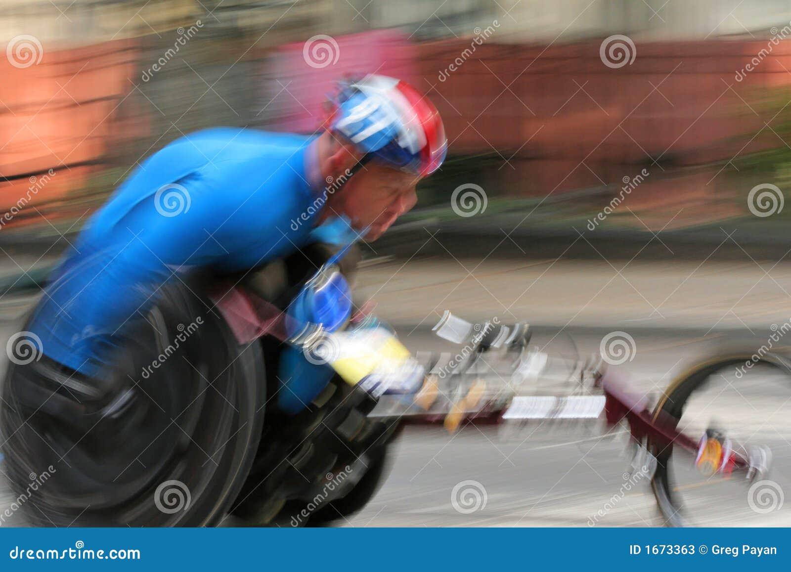 Piloto da cadeira de rodas na maratona