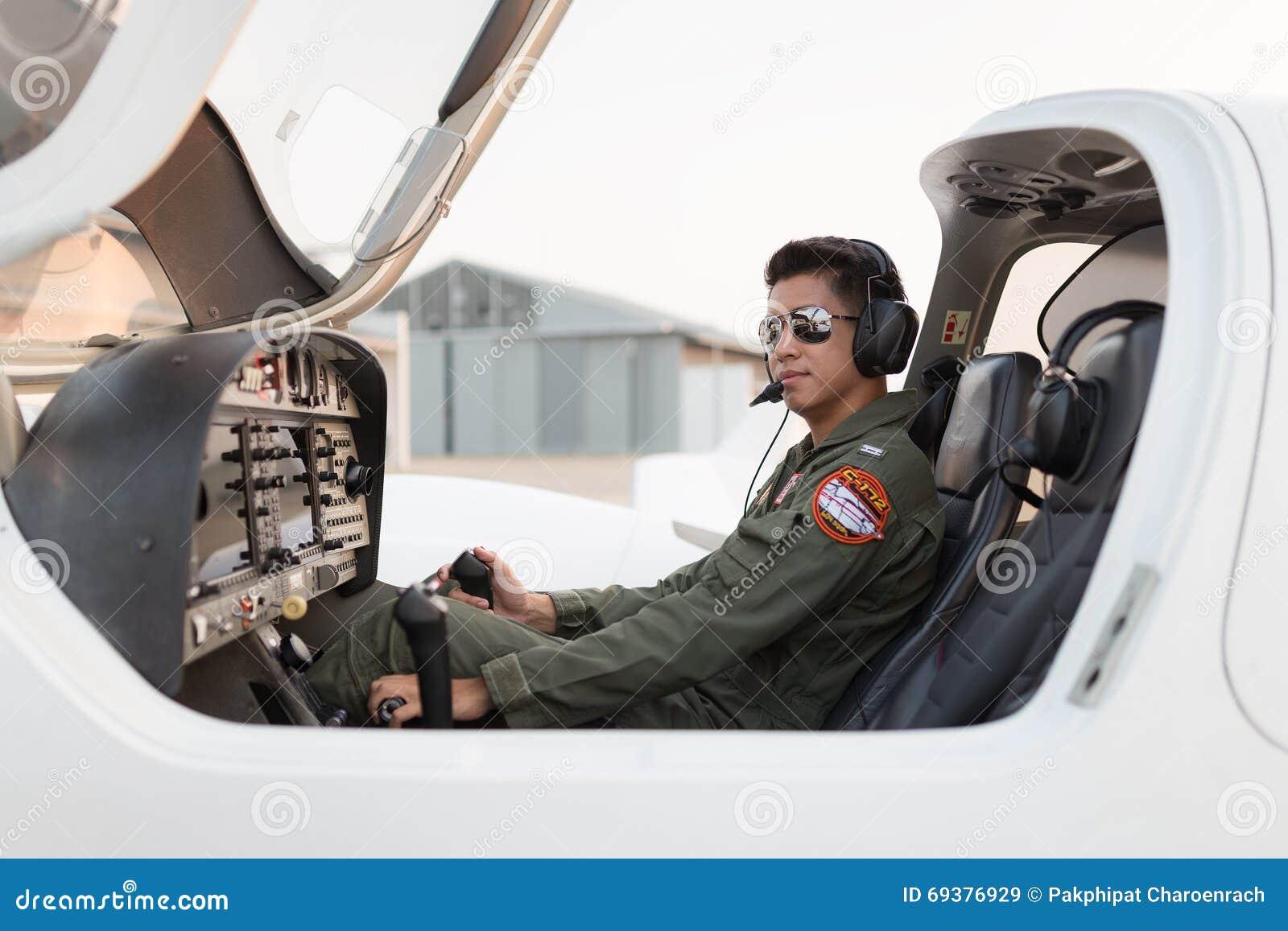 Piloto militar nos aviões