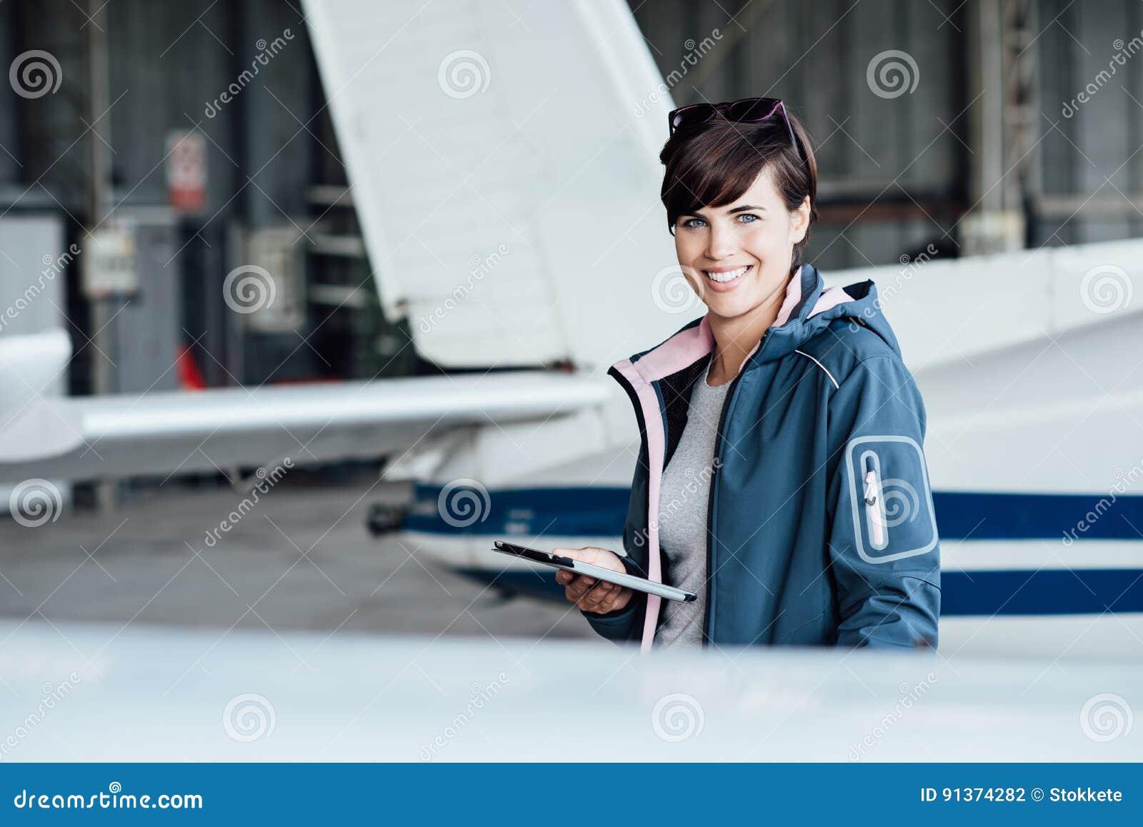 Piloto usando uma tabuleta digital