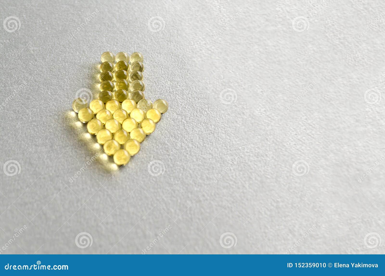 Pilules omega-3 de Tablette dans les capsules rondes sur le fond blanc Copiez l espace