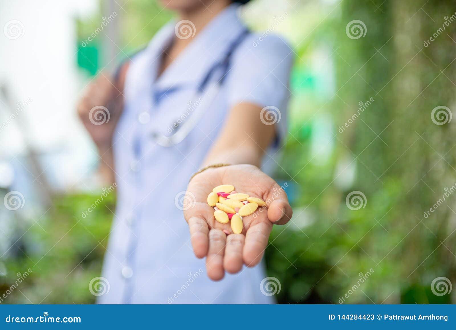 Pilules ou capsules de médecine à disposition,