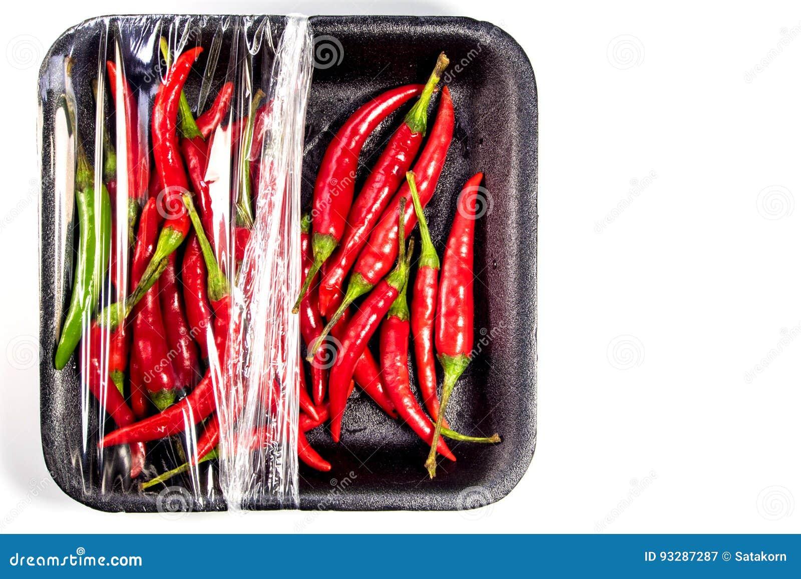 Pimentão vermelho no pacote da espuma e do plástico
