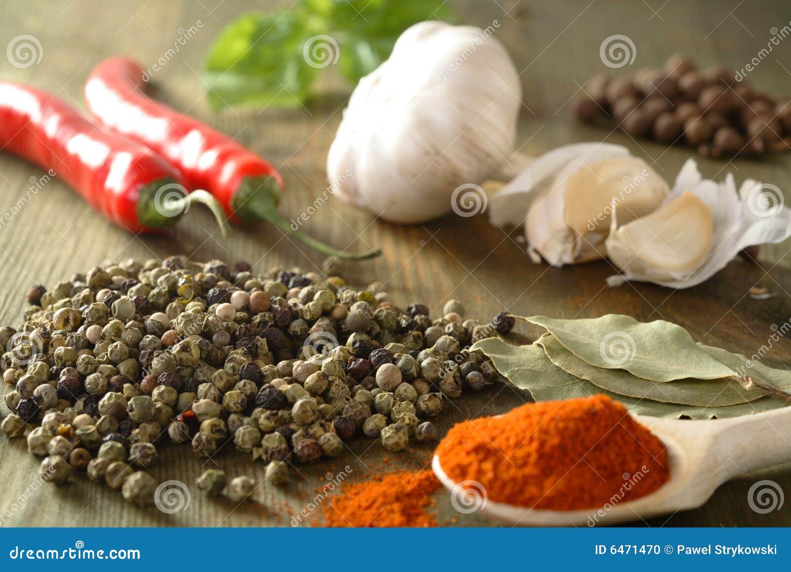 Pimenta, alho e pimentão
