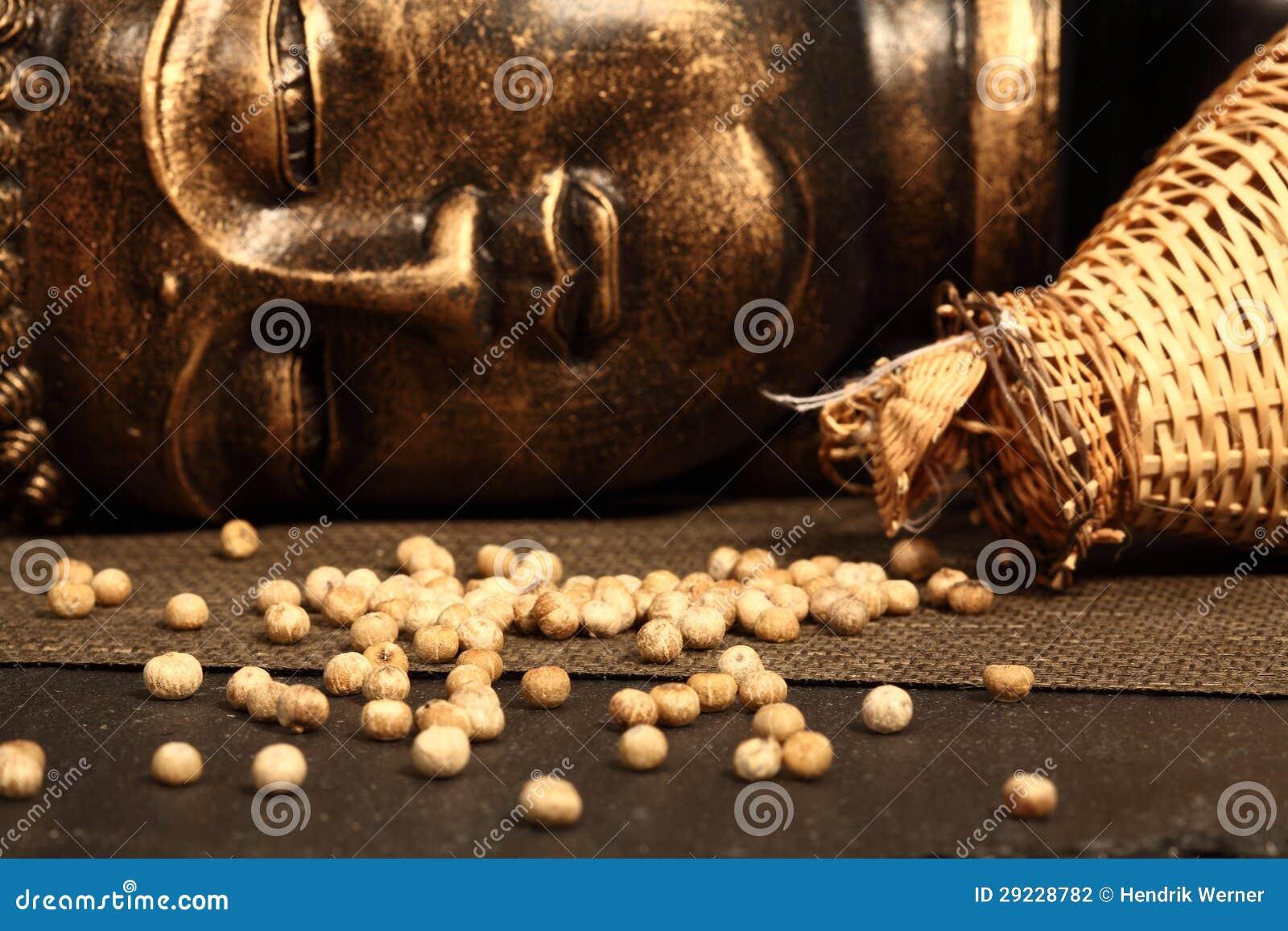 Download Pimenta branca e um buddha foto de stock. Imagem de buddha - 29228782