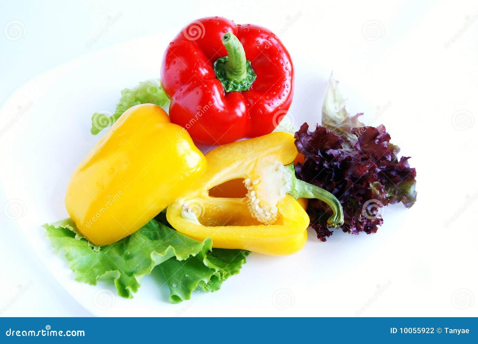 Pimentas doces vermelhas e amarelas