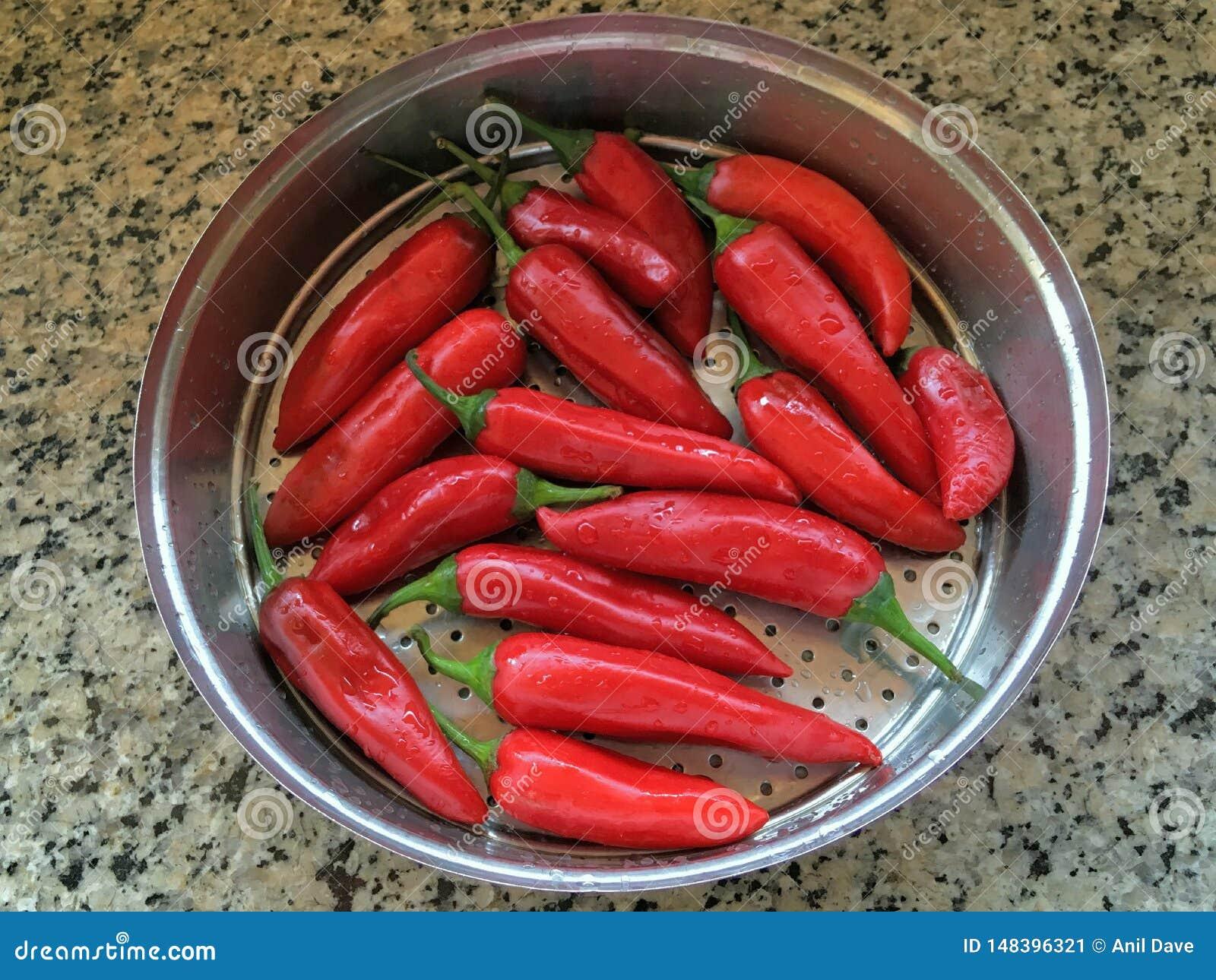 Pimienta de Tabasco roja y cal amarilla para el maharashtra kalyan la INDIA de la salmuera