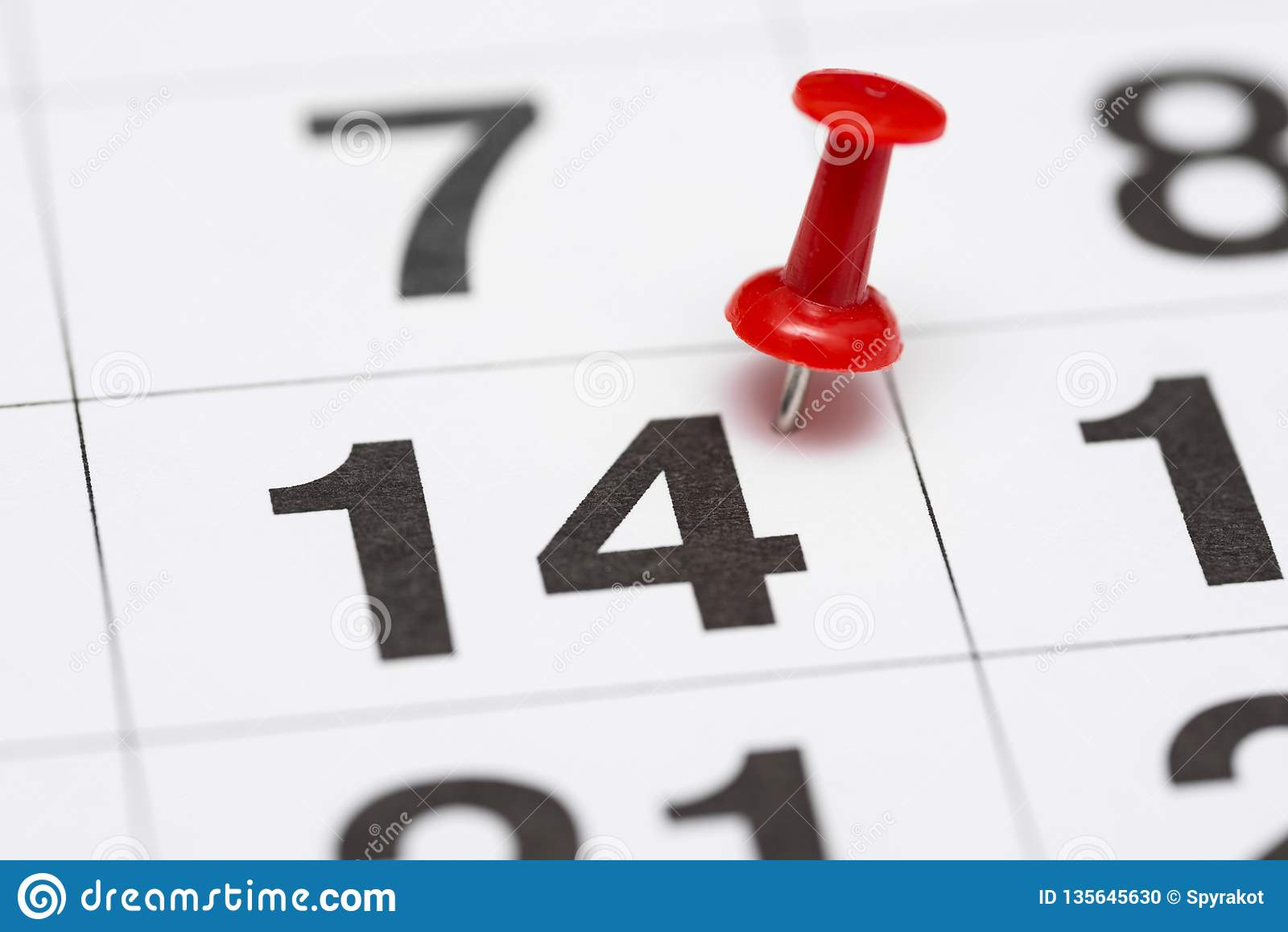 Pin在日期数14 第十四日标记用一个红色图钉 在日历的Pin