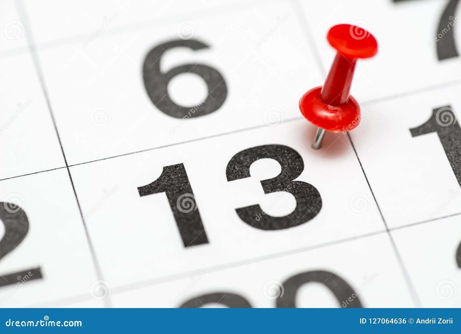 Calendario Con Numero Giorni.Pin A Numero Data 13 Il Giorno Tredici Del Mese E Segnato