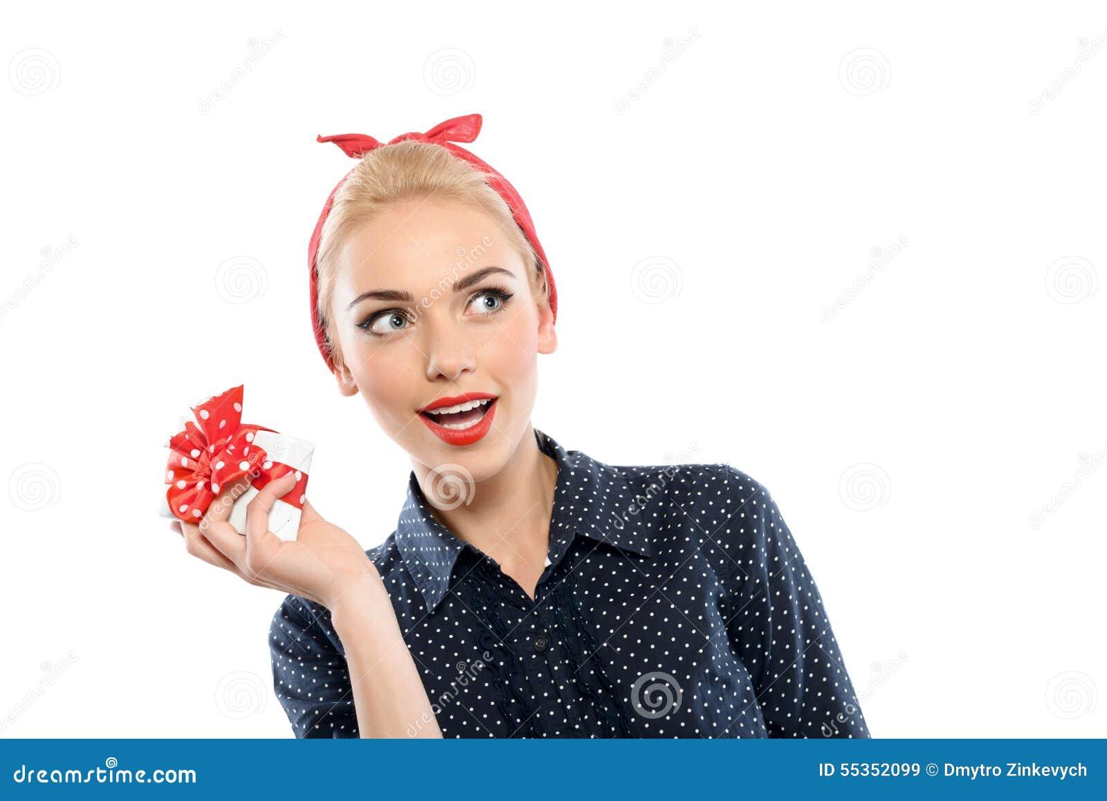 Pin sulla ragazza con un presente