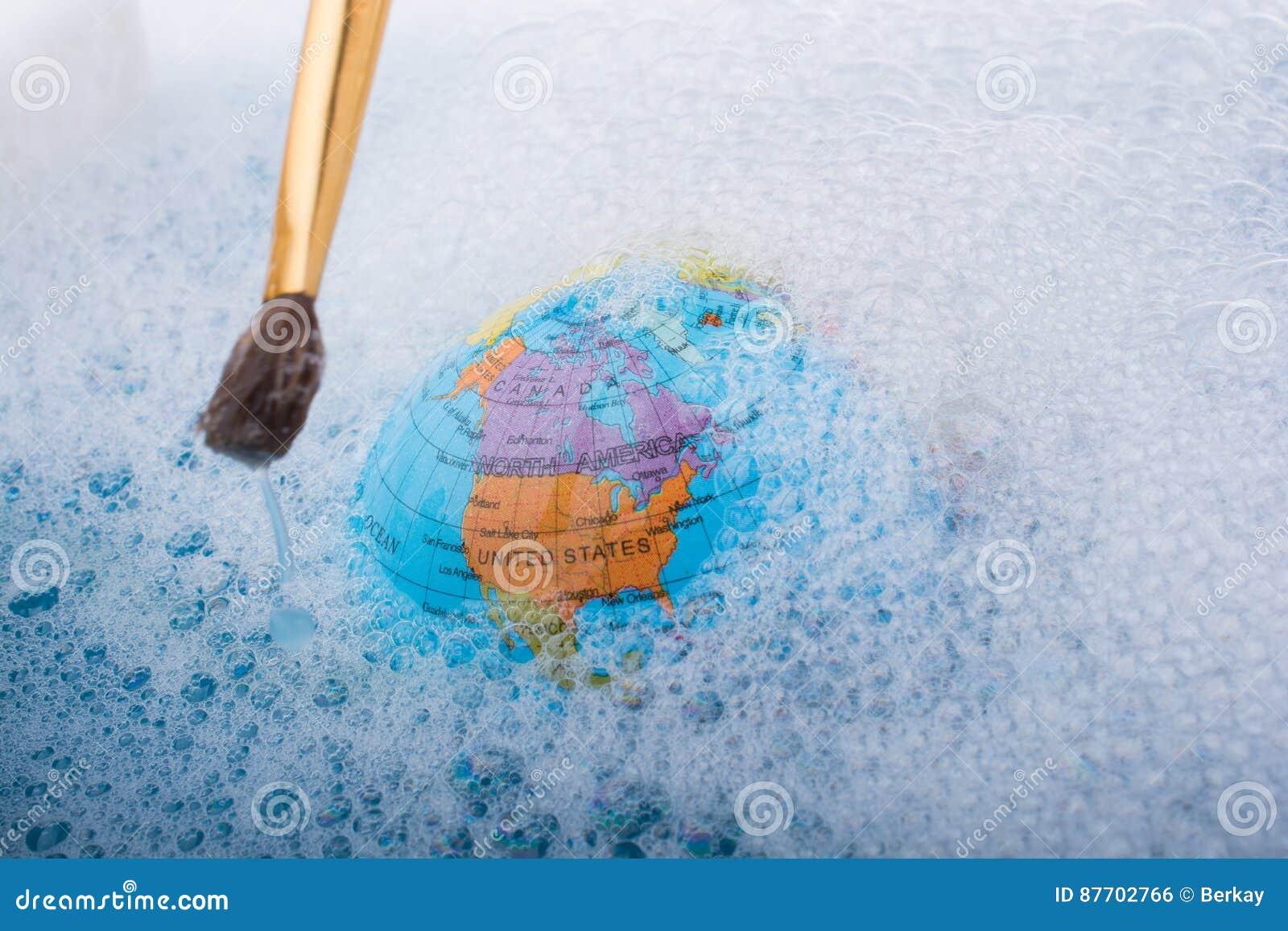 Pinceau placé sur le dessus du globe