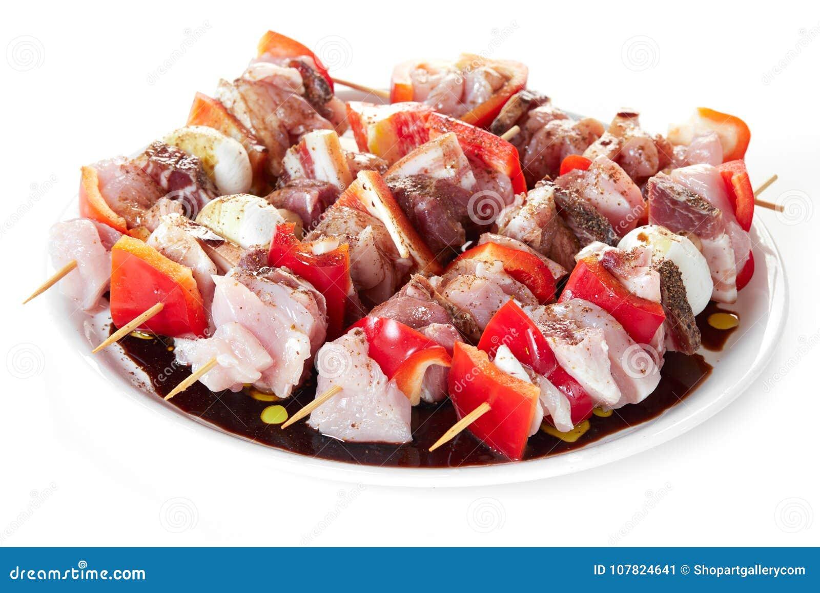 Pinchos con la carne cruda