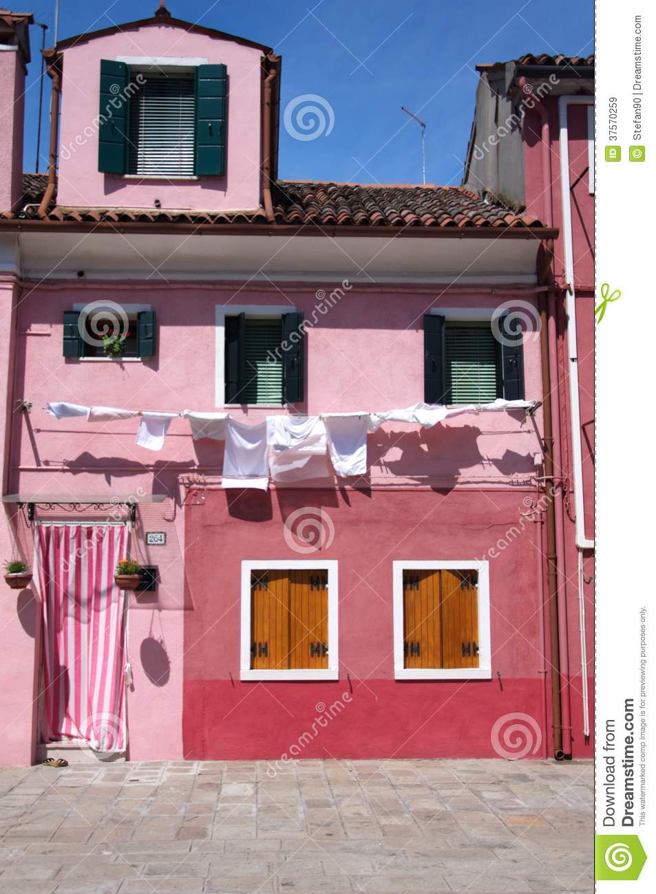 Pink house on Burano stock image. Image of italia, color - 37570259
