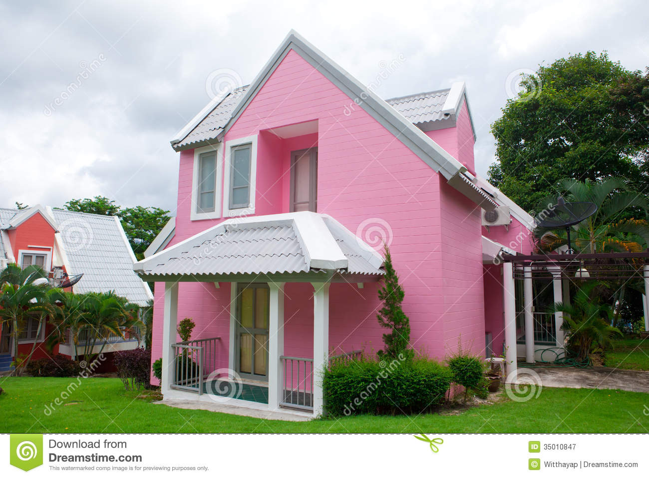 Pink house in forest royalty free stock photography for Big and beautiful houses