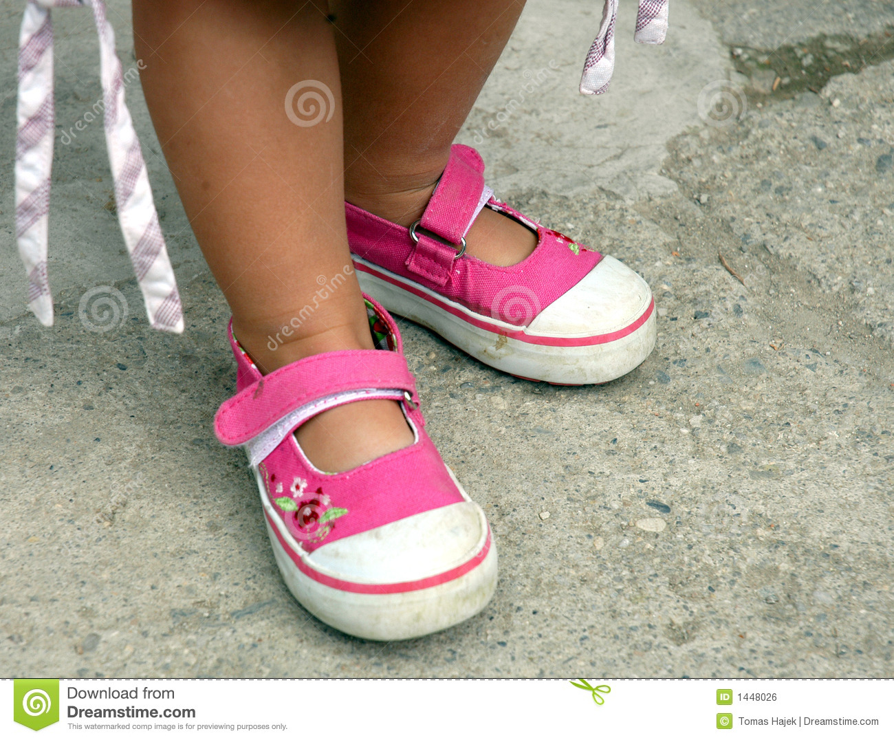 Royalty Free Stock Image: Pink little girls shoes