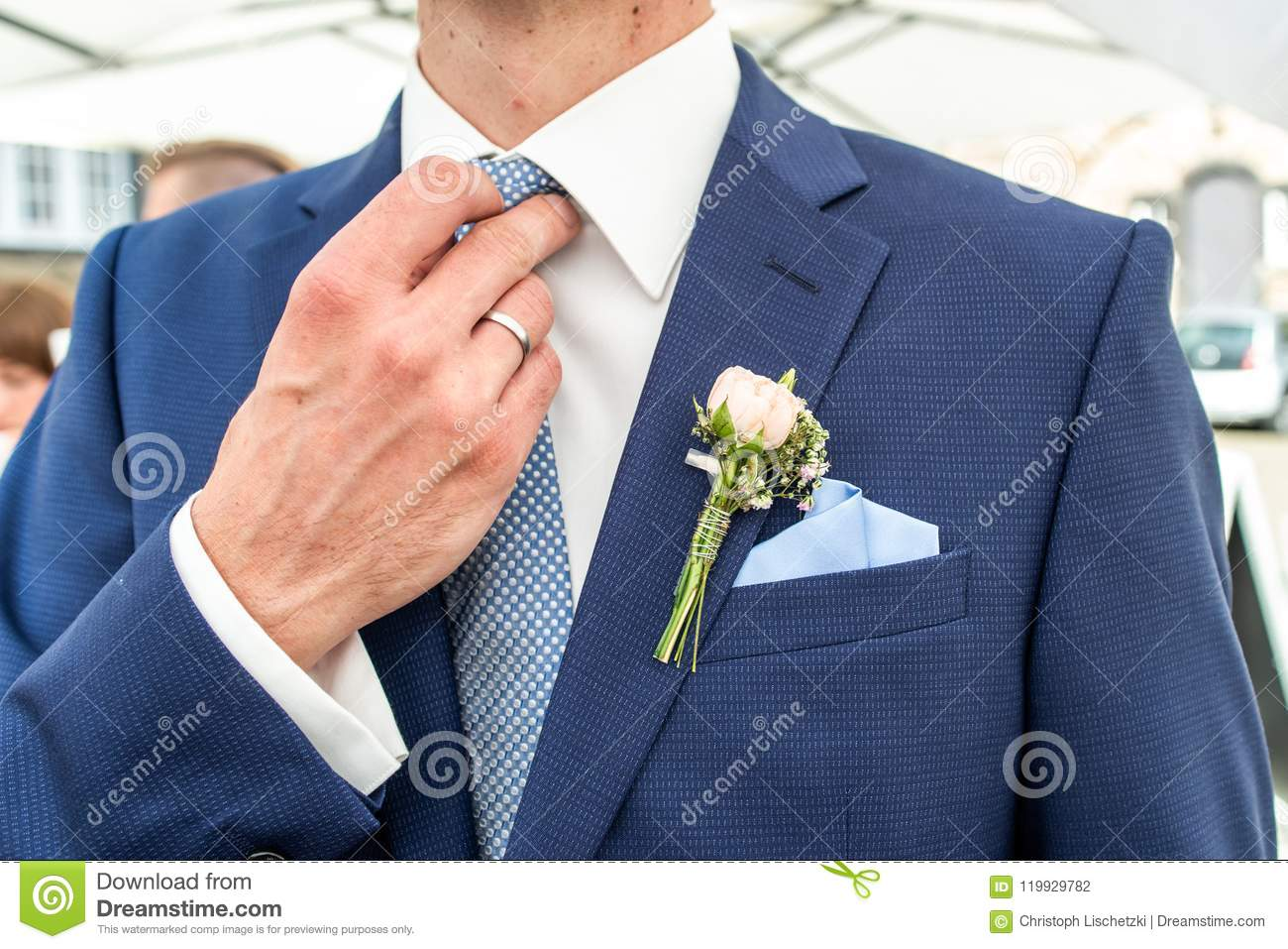 2019 year looks- How to boutonniere wear on a shirt