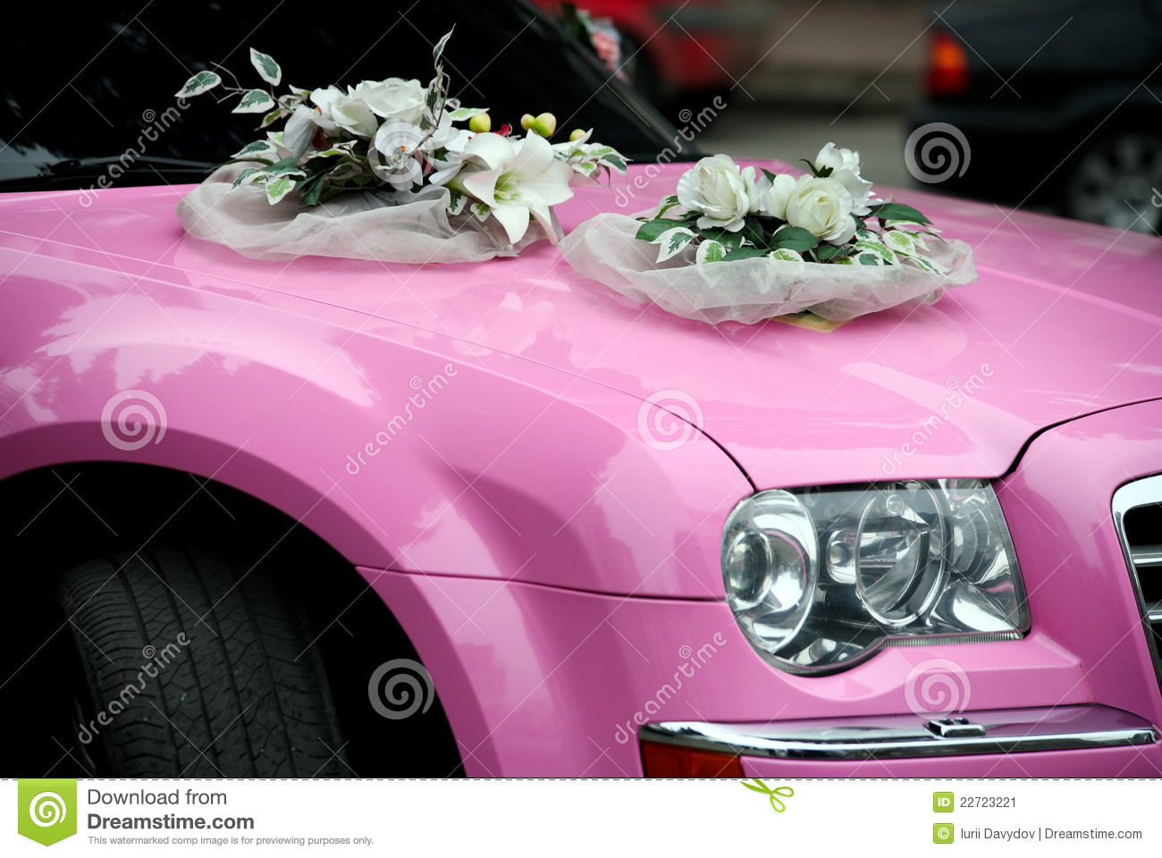 Pink Wedding Car With A Bouquet Of Flowers Stock Image - Image of ...