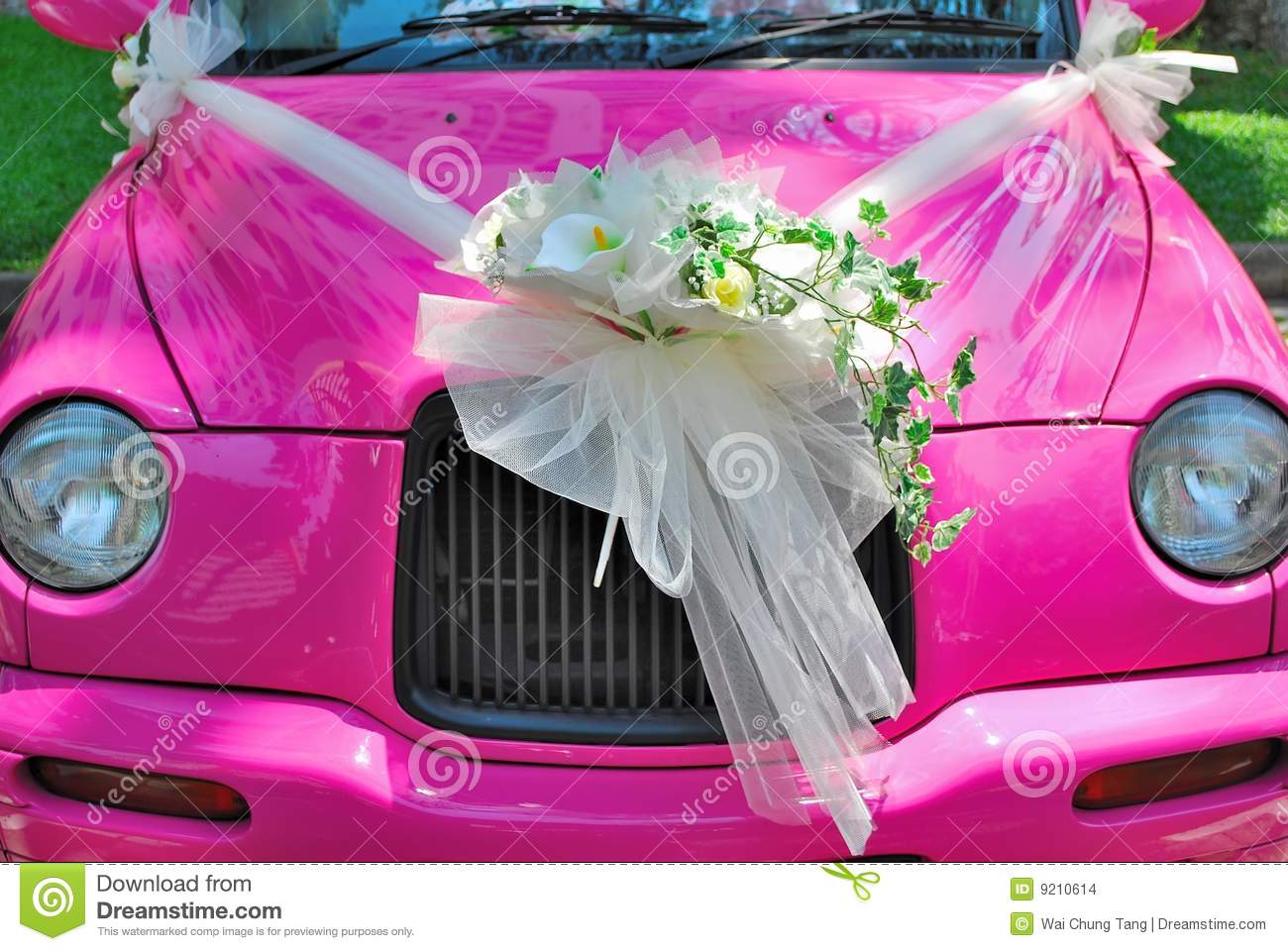Pink Wedding Car With Bouquet Of Flowers Stock Photo 9210614 - Megapixl