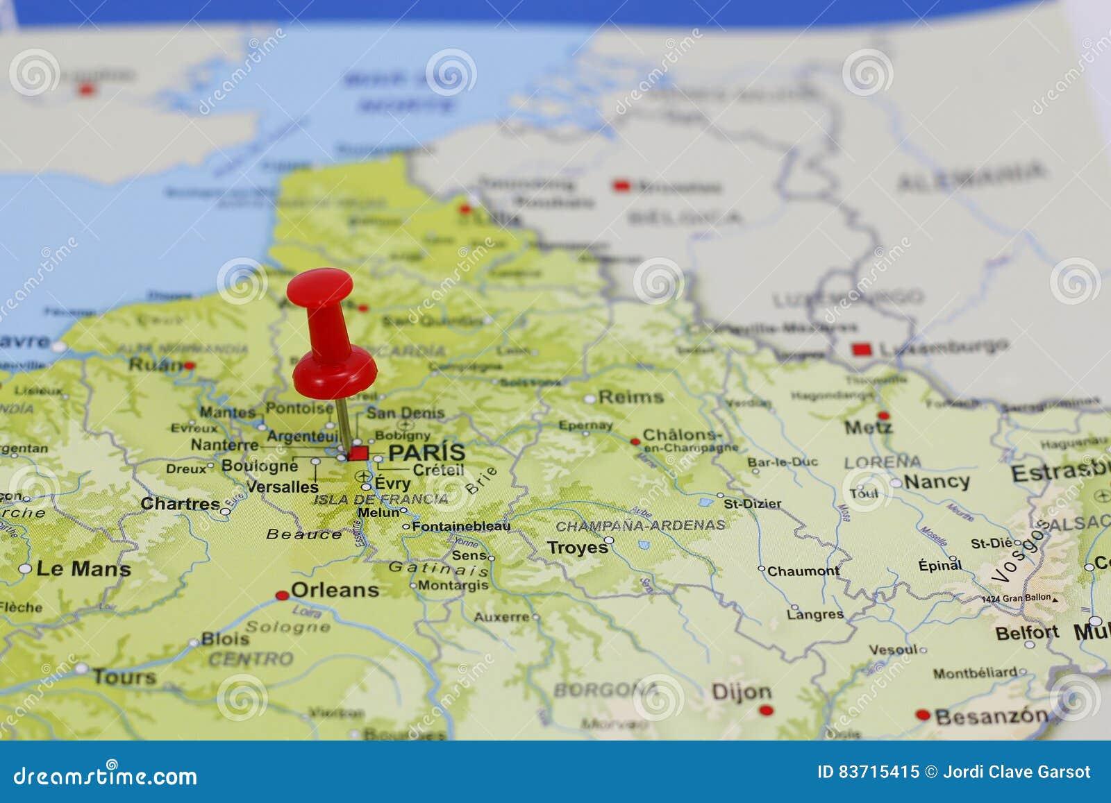 Mapa De Paris Centro.Pino De Paris Em Um Mapa Imagem De Stock Imagem De Estrada